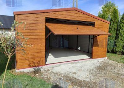 Garaż z blachy drewnopodobnej