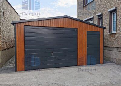 garaż blaszany z dachem dwuspadowym